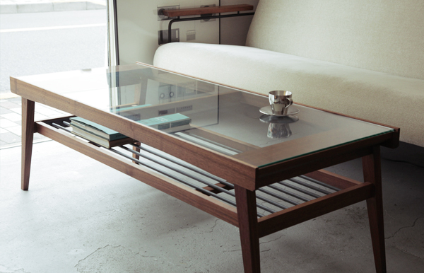 CASE GROUND GLASS TOP LOW TABLE